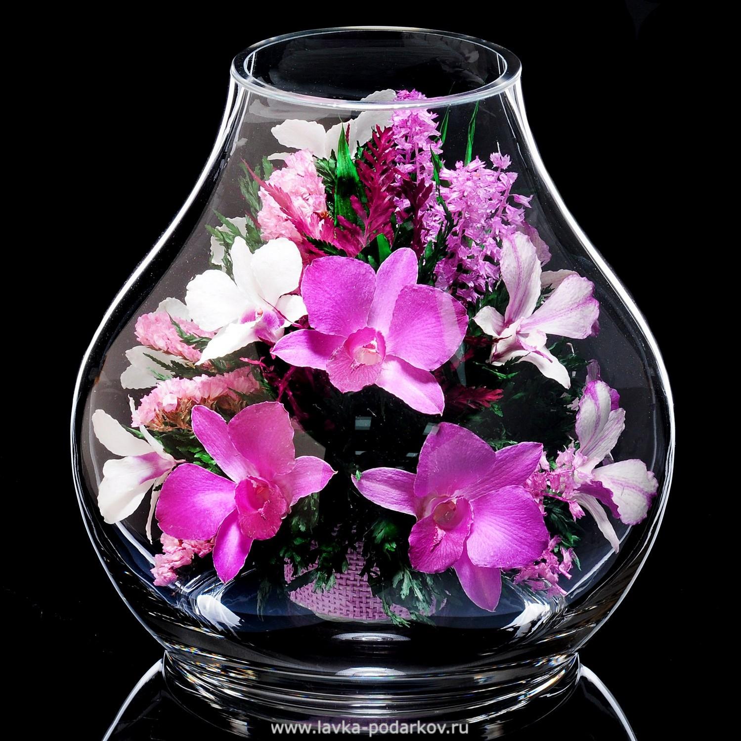 В нижнем живые цветы и подарки оптом